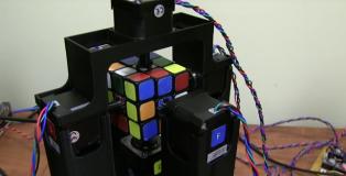 robot-risolve-cubo-Rubik-un-secondo