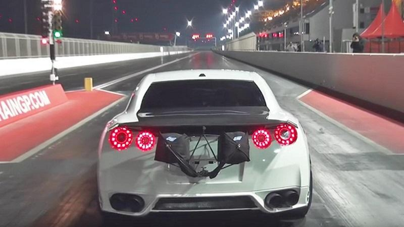 Nissan GT-R da o a 322kmh in 7.44 secondi - VIDEO