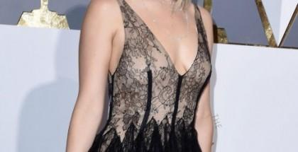 oscar-Jennifer-Lawrence-nude-look-dior-