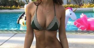 Emily-Ratajkowski-Bikini-1
