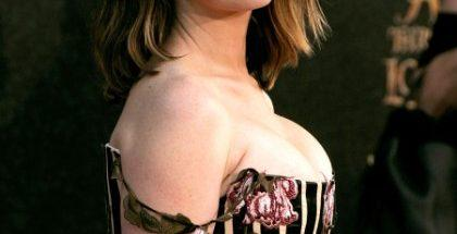anne-hathaway-tette-Alice-Through-The-Looking-Glass-10