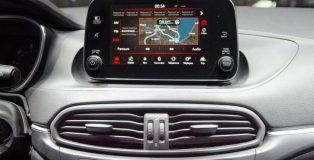 Uconnect7_HD_Live-AppleCarPlay-Android_Auto-4