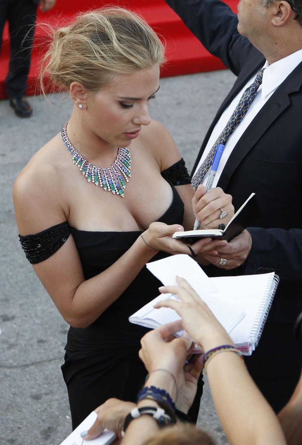 scarlett-johansson-attrice-curvy