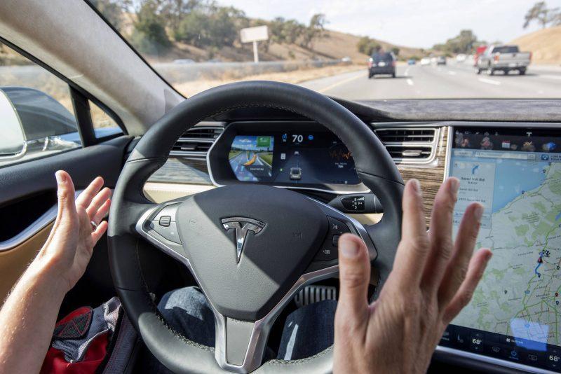 tesla-autopilota