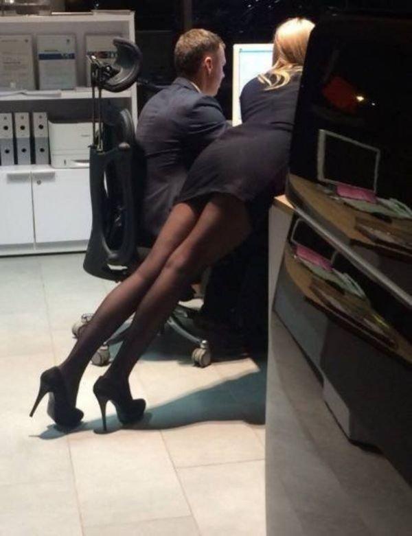 ragazze-annoiate-lavoro-2