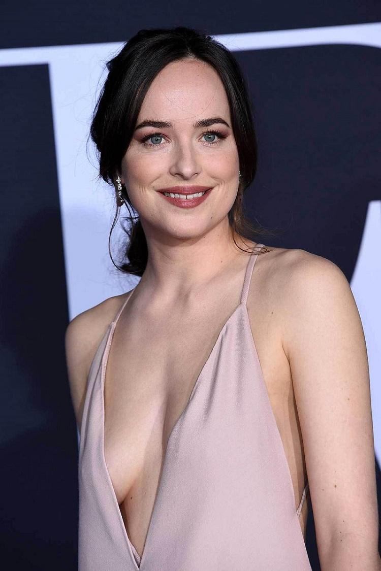 Dakota_Johnson-nuda-reggiseno-1