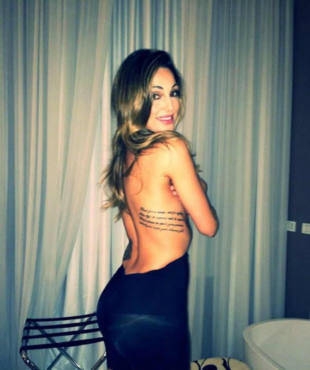 anna-tatangelo-tatuaggio-schiena